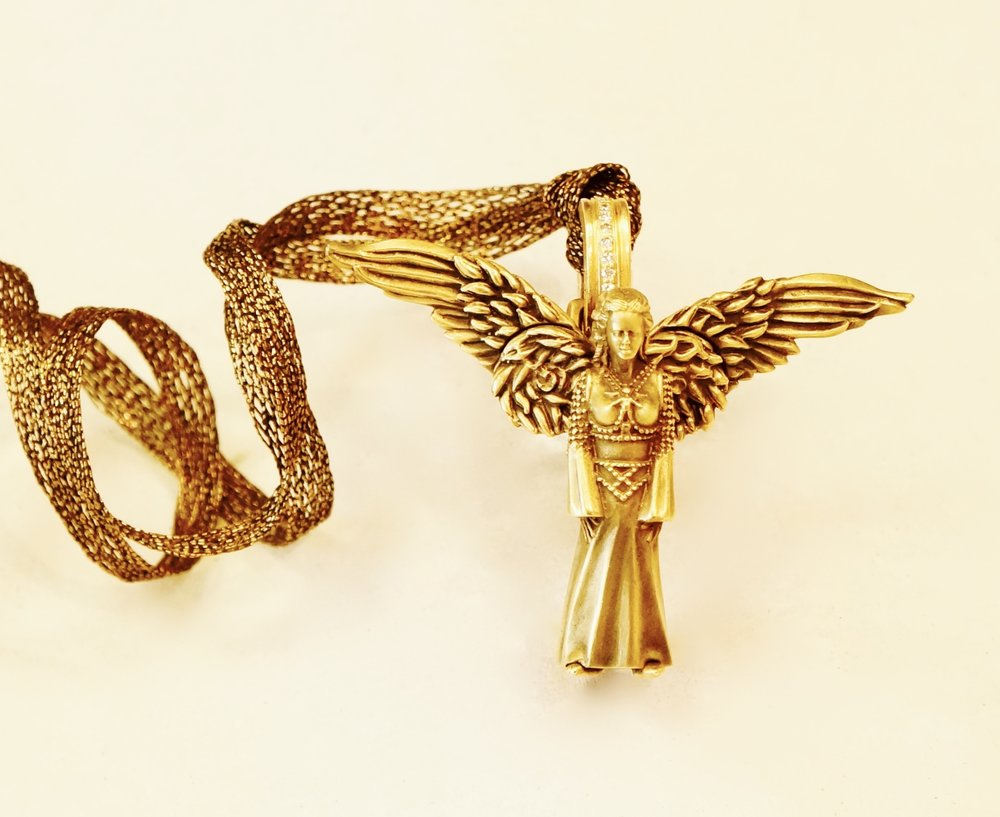 18Kt Gold Angel with Articulated Wings