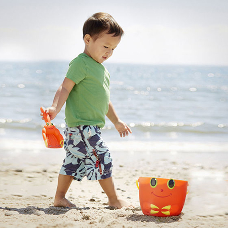 Best beach toys for toddlers - Safe water and sand toys for toddlers - funsuncrew.com