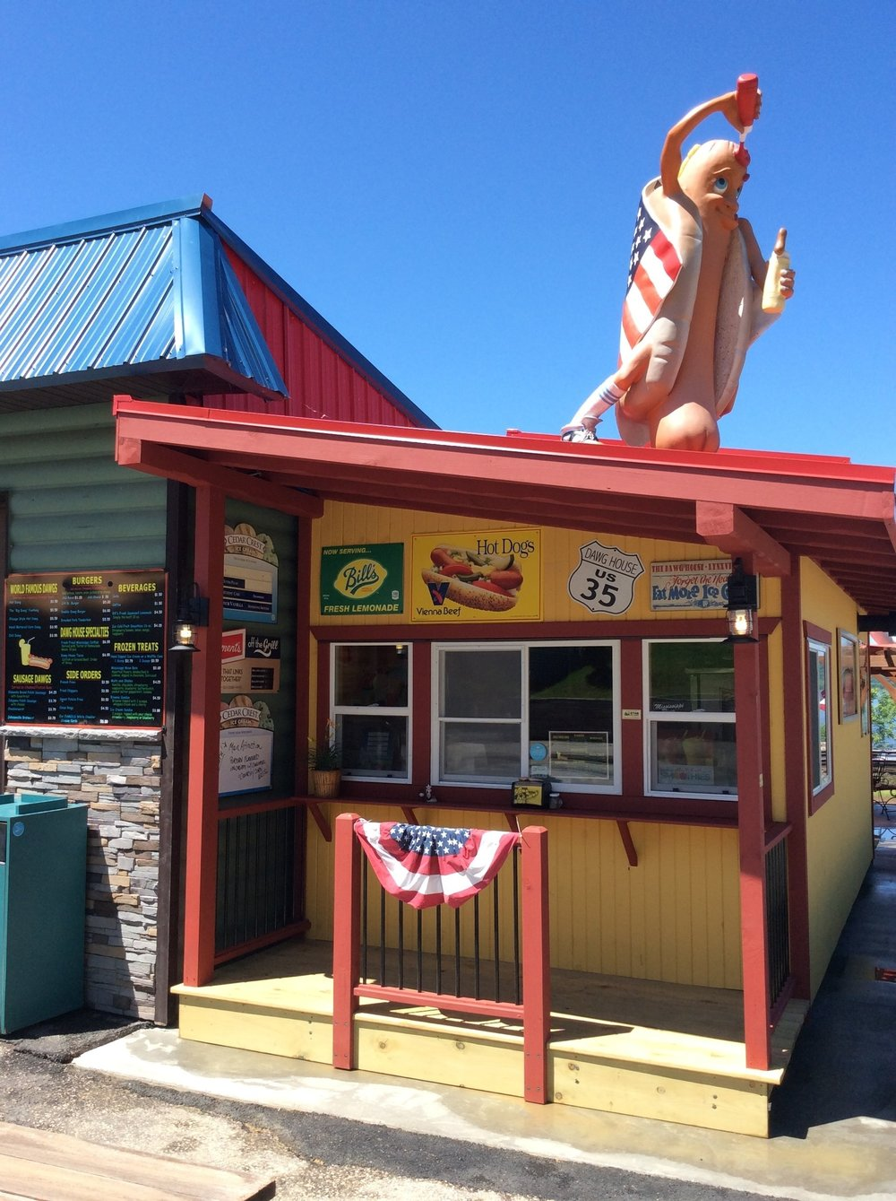 DAWG HOUSE   - HIGHWAY 35, LYNXVILLEHot  dogs, Fresh lemon lemonade, etc.