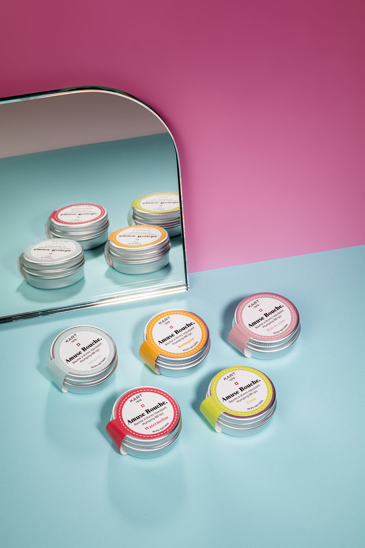 La 1ère gamme de baumes à lèvres experts 99.9 % naturelle et certifiée BIO. Pour un Volume absolu & des lèvres pulpeuses. 100 % conçue, développée et fabriquée en Suisse. Ne contient aucun produit chimique; idéal même pour les enfants!