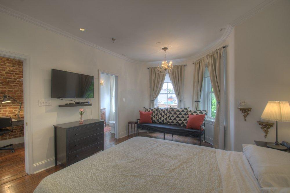 Master Bedroom a.jpg