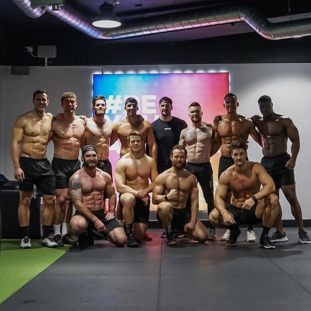 Epic Saturday spent with the @totum.fitness squad down at @360athletic • Was great to host an awesome afternoon of workouts with these boys, throwing down some iron followed by a big @nandosuk 🐤 • #fitness #teamtraining #gym #workout #functionaltraining #personaltrainer #beyourathlete #360athletic