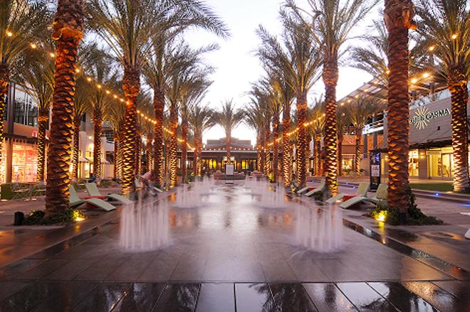 Splash pad at Scottsdale Quarter was beautiful and wet! (photo courtesy of  Fabulousarizona.com