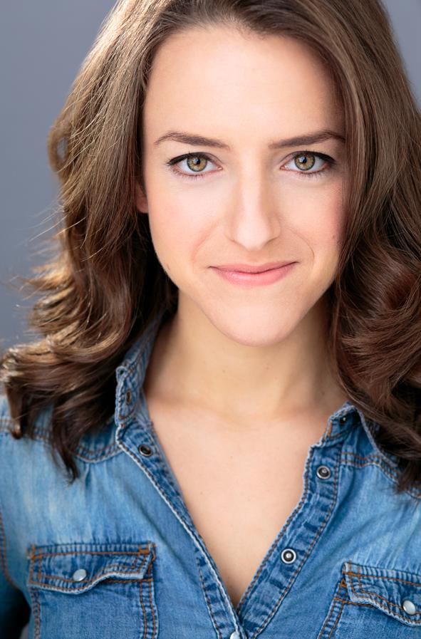 Shayna Schmidt Headshot.png