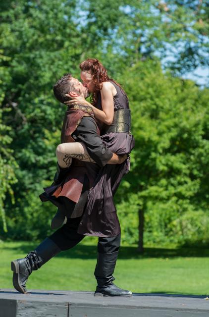 Macbeth & Lady M Kiss.jpg