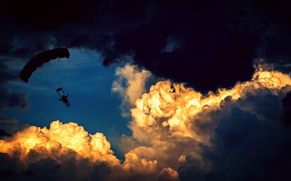 parachute-1843350_1920.jpg