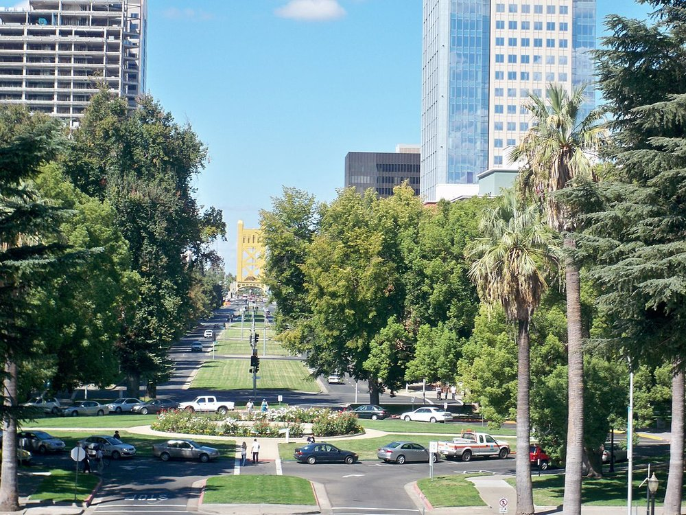 1200px-Capitol_Mall_Sacramento,CA.jpg