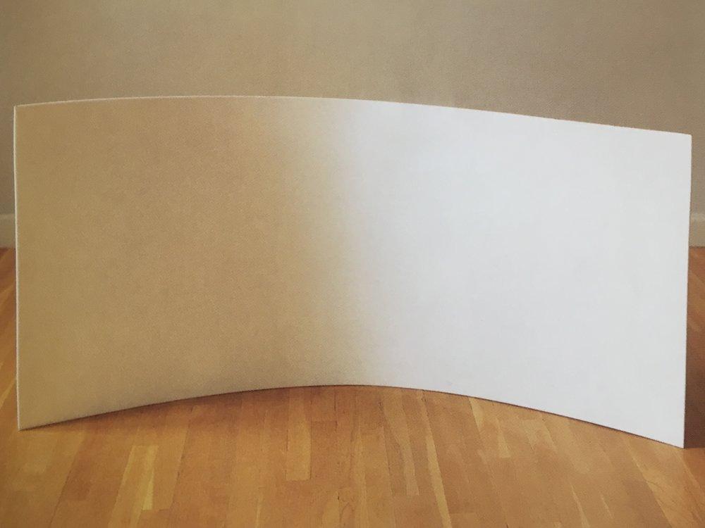 Bue. Hvid akryl. 77 x154 cm. Tilhører Vestsjællands Kunstmuseum. 1967.