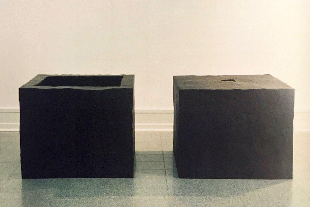 Skulptur i 2 dele. Jern. Ringkøbing Kommune. 1993.