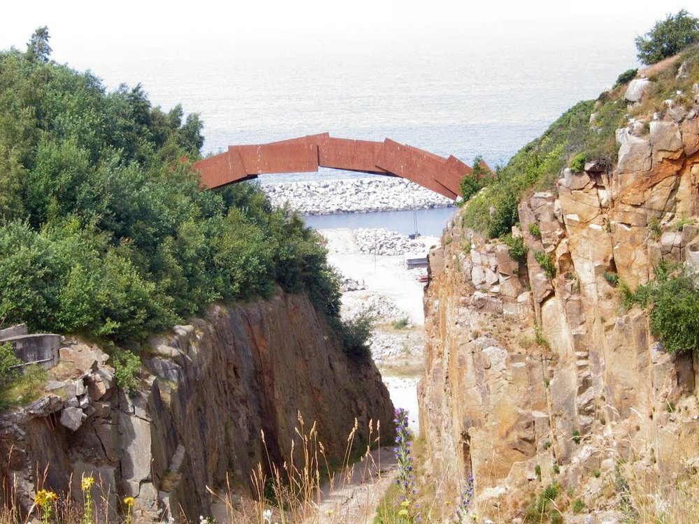 Broen i Vang Stenbrud, Bornholm. Cortenstål. 2002.