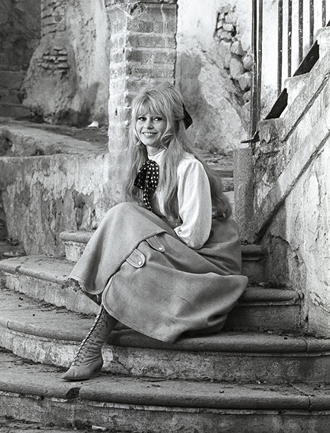 "Brigitte Bardot during the filming of ""Viva María"""