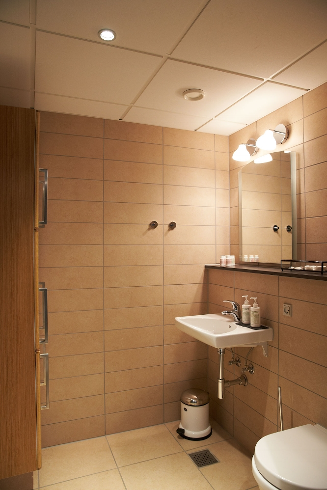 badeværelse i karlekammeret vejrø resort.jpg