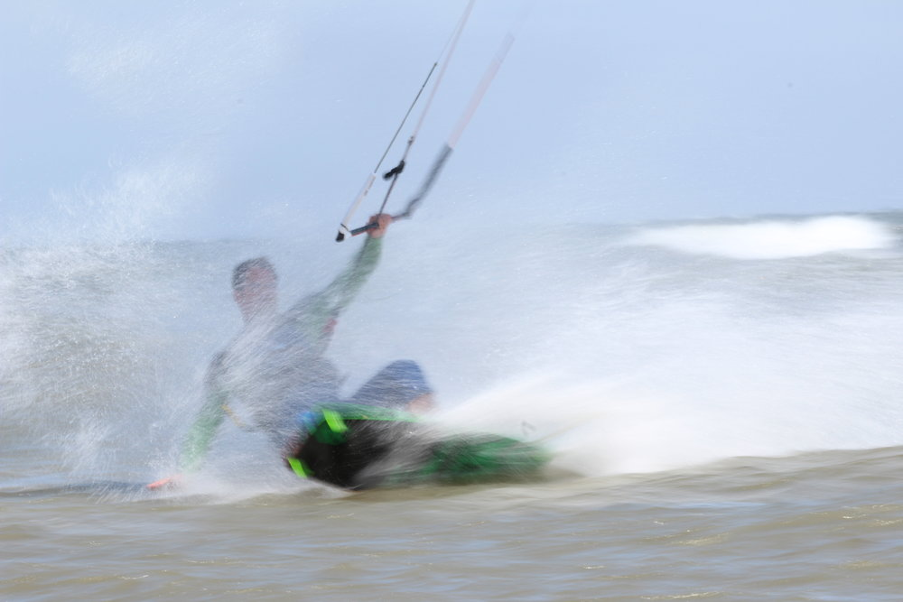 Kitesurfing ved stranden på vejrø resort.JPG