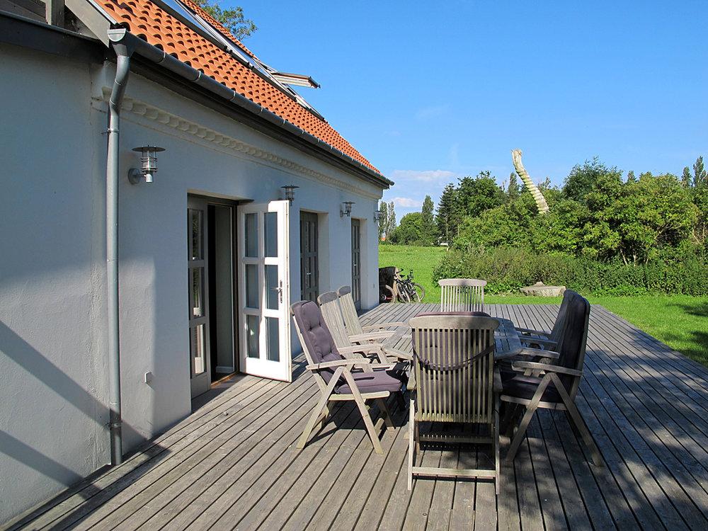terrasse ved gæstehus på vejrø resort.jpg