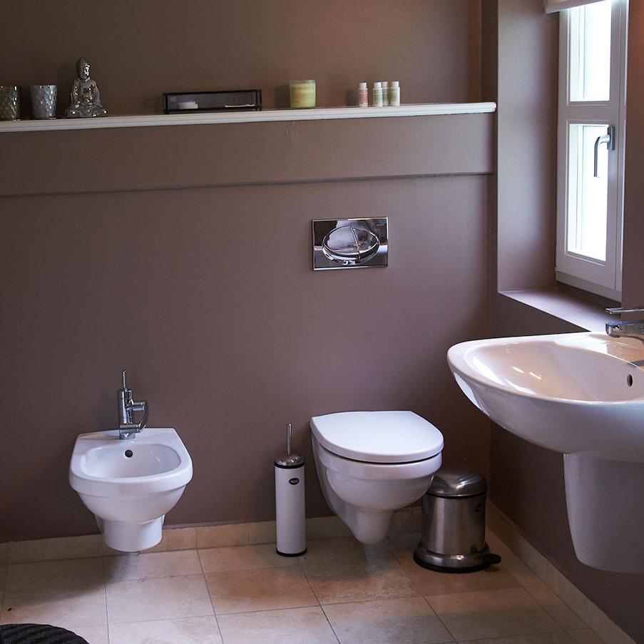 badeværelse i gæstehus på vejrø resort.jpg