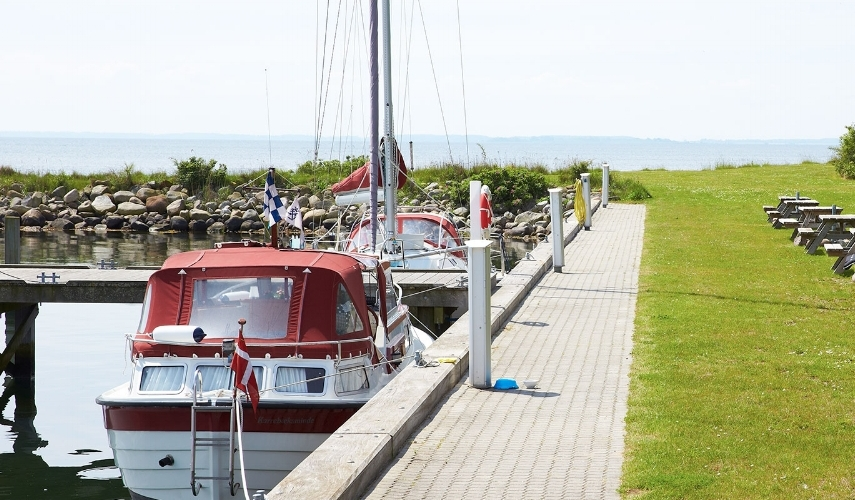 bålpladser og hygge i vejrø marina.jpg