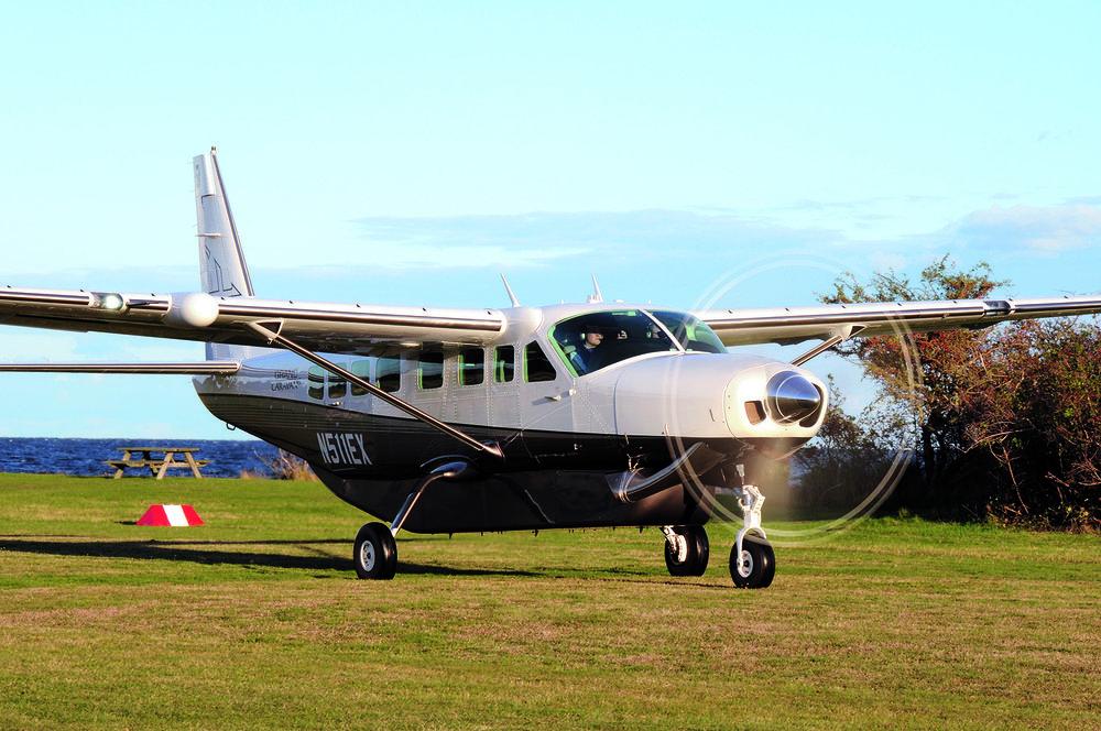 Fly på Vejrø Resorts flyveplads.jpg