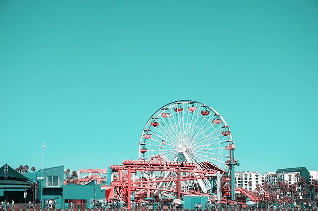 THE TEAL PINK PROJECT: 052 * * * #ttpp #thetealpinkproject #tealpink #teal #pink #project #sonya6000 #gopro #djimavic #iphone #photography #shotonsony #sony #alpha6000 #a6000 #santamonica #ferriswheel #pier #rollercoaster #smpier #california #beach #sand #pacificocean #CA #homesweethome