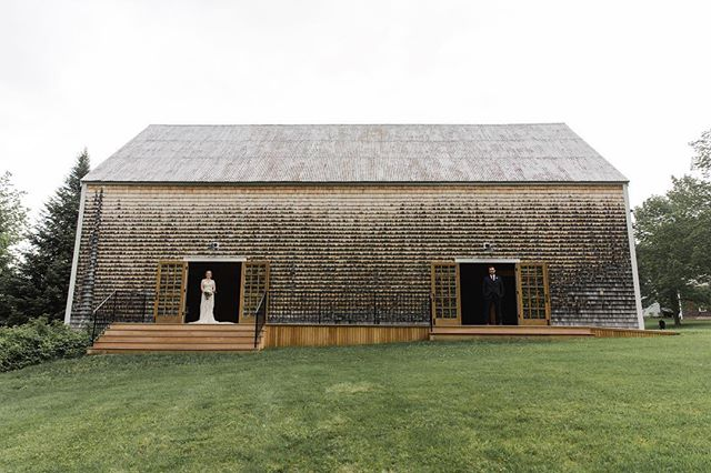 A gray sky wedding photo to go along with this gray sky morning 😍 #findthegroom #grayisbeautiful  @natalyadesenaweddings . . . . #cunninghamfarmmaine #barnwedding #barnweddingvenue #estatewedding #farmwedding #countrywedding #married #elopementwedding #weddingphotographer #weddingphotography #venuesearch #landscapephotography #backyardwedding #barn #barnvenue #weddingvenue #mainebride #mainewedding #weddingbarn #weddinginspo #weddinginspiration #graysky #farmhousestyle #perfectspot #bride #groom #couplegoals