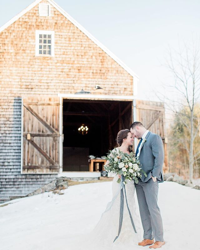 Reuniting (under much warmer circumstances!) with @backbaybride and @flourevents for this weekend's wedding extravaganza! Photo: @meredithjanephoto . . . . #cunninghamfarmmaine #weddingday #weddinginspo #weddingvenue #weddinginspiration #styleshoot #inspiration #weddingpros #bride #bridebeauty #bridalbouquet #happycouple #newlyweds #estatewedding #farmwedding #countrywedding #weddingbarn #barnwedding #mainewedding #newenglandwedding #beattheheat #staycool #loveyou #venuesearch #weddingphoto #weddingplanning