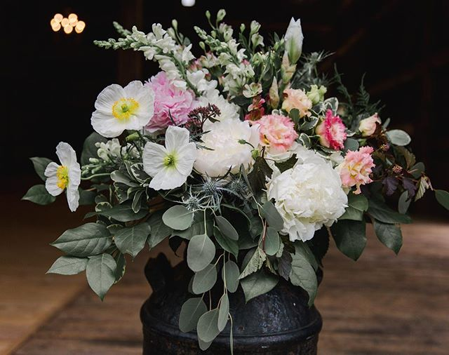 Flashback to this beautiful arrangement from June by the lovely @yellowtwistdesign - photo by @natalyadesenaweddings . . . . #cunninghamfarmmaine #theknot #marthastewartweddings #bridalbouquet #weddingflowers #floralart #weddingday #junewedding #barnvenue #barnwedding #barnweddings #barnweddingvenue #weddingvenuehunting #estatewedding #countrywedding #farmwedding #farmhousestyle #flowerstagram #mainewedding #maineweddings #newenglandwedding #weddinginspo #weddinginspiration #decorideas #centerpieces #centerpiecesideas #ohlala #dreamweekend