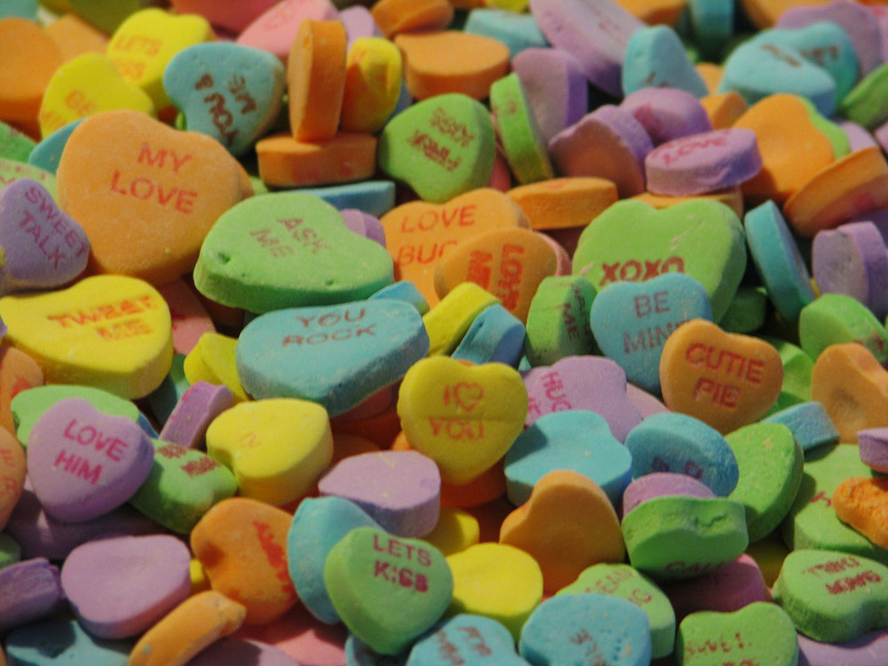 1280px-Candy-hearts.jpg