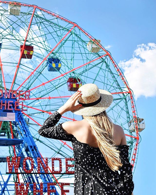 Sun is out, hats are on, and we're sooo ready for the holiday tomorrow! ☀️😎 How do you celebrate the Fourth of July? 🇺🇸✨ #Happy4th #LoveYourTribe #Shimmur