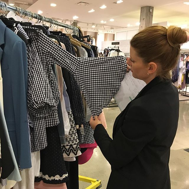 @eltotheprez styling Wednesday's show for @bloomingdales 💃👠👛🕶 #gingham #eventlife #fashion #beauty #events