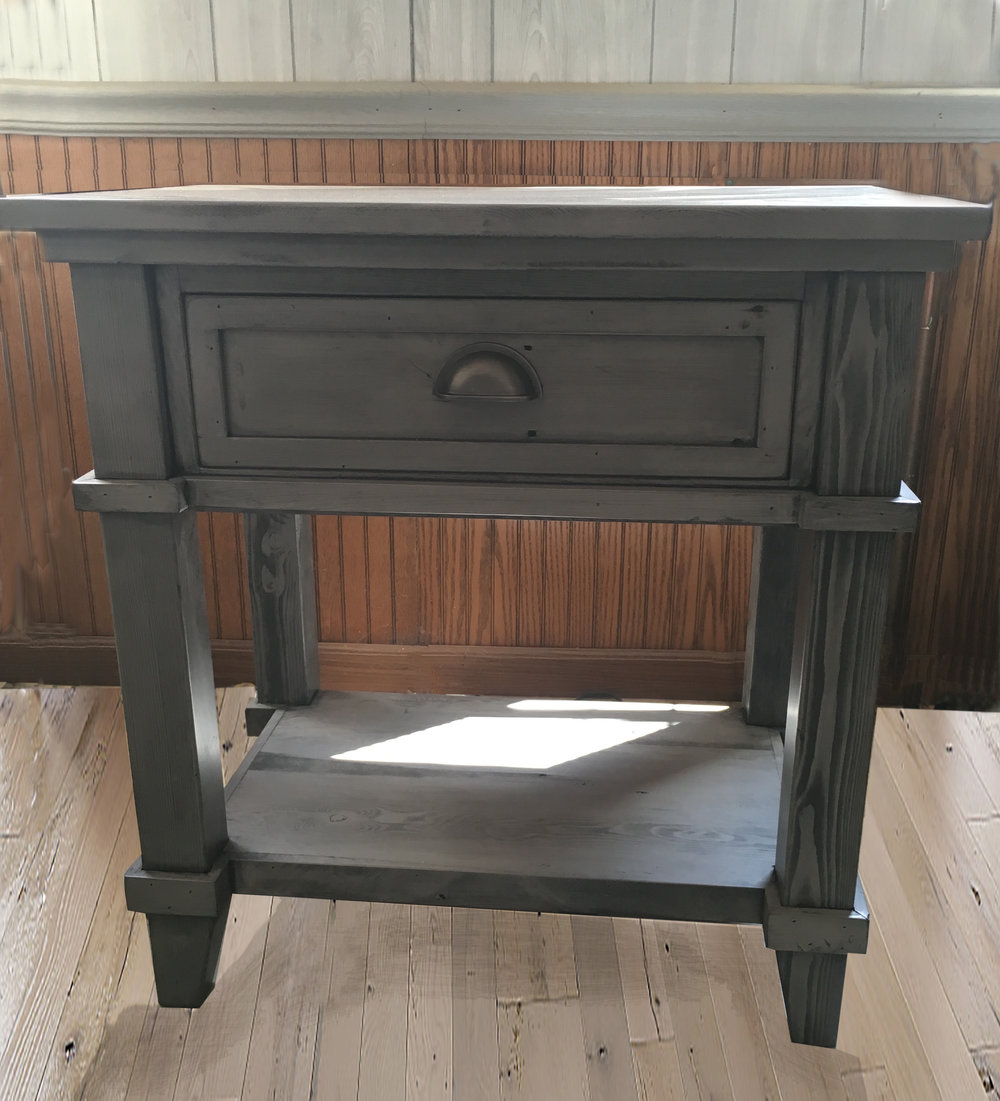 BR20 - Nightstand