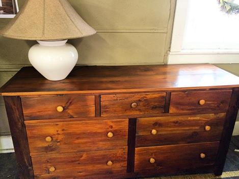 BR62 - Dresser