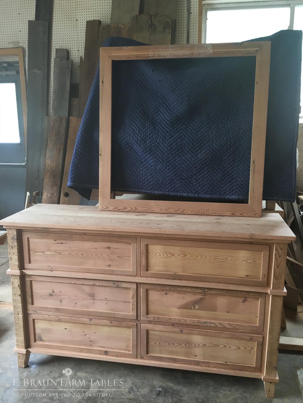 BR61 - Dresser & Mirror