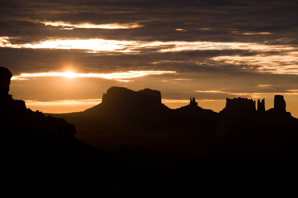 sunrise-at-monument-valley-navajo-nation2.jpg