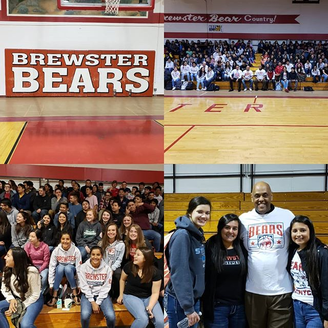 """In the breath taking state of Washington """"Pointing students in a positive direction using the influences of storytelling to engage and gift them with the power of new Choices"""" #Choices #Choicesarereal #RONLJAMES #AmazingStudents #brewsterhighschool"""