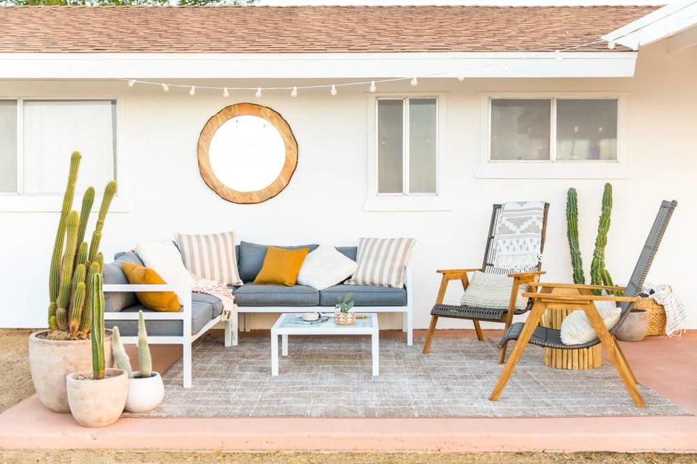 Casa Joshua Tree outdoor patio, via Airbnb.