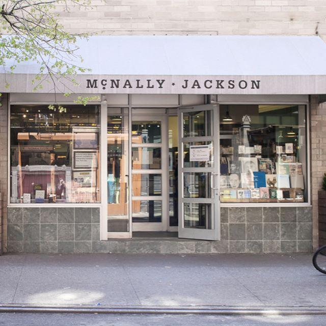 Printed Matters에 이어 뉴욕 소호에 위치한 독립서점 McNally Jackson 맥날리 잭슨에 닻프레스 출판물이 입고되었습니다! 🎉 Friends in New York and East Coast, you can meet some of our publications at McNally Jackson Books Soho!