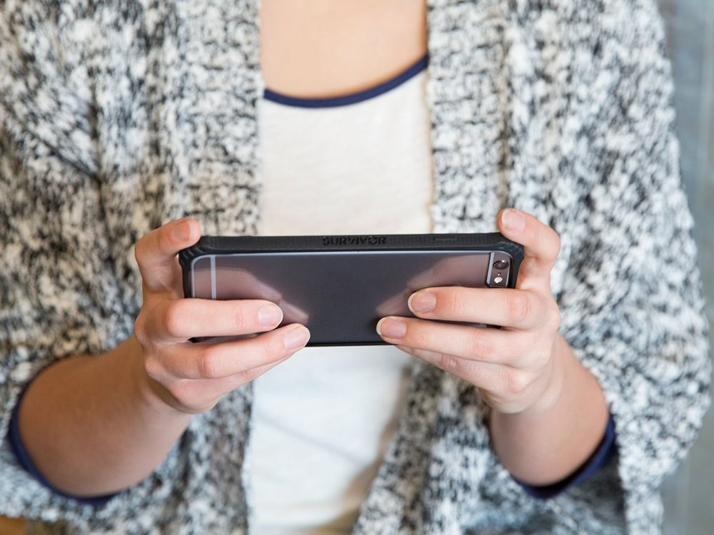 gb40551-survivor-core-iphone-6-plus-black-clear-in-hand.jpg