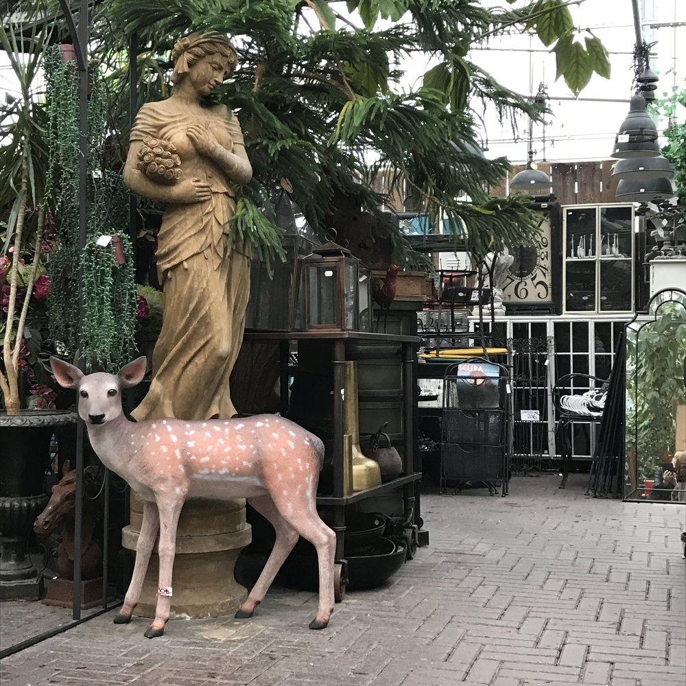 marmoripatsas 2500€, bambi 390€