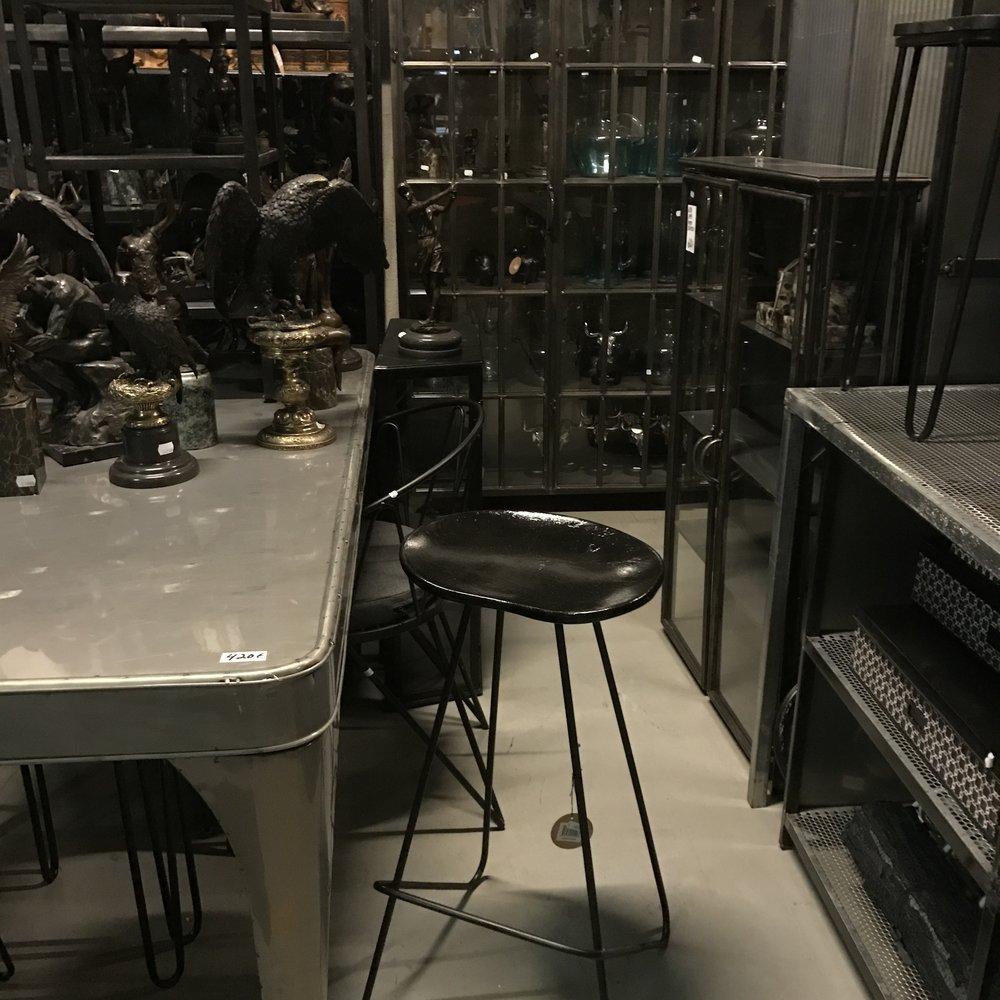 Metallipöytä 420€ (73cmx150cm) myös mustana