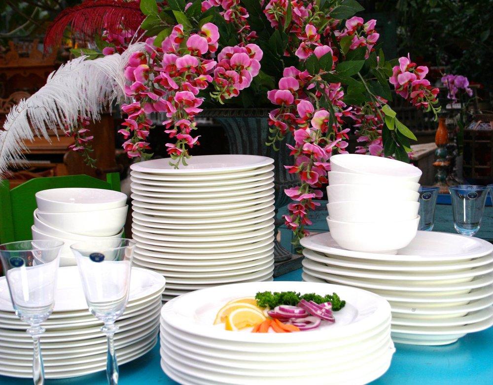 Kokoa oma astiastosi, yksi kerrallaan tai perusta vaikkapa ravintola (laatu ammattikäyttöön sopiva) kippo 3,50€, syvälautanen 4,50€, matalalautanen 5€, álacarte lautanen 5€, tarjoiluastia 5€