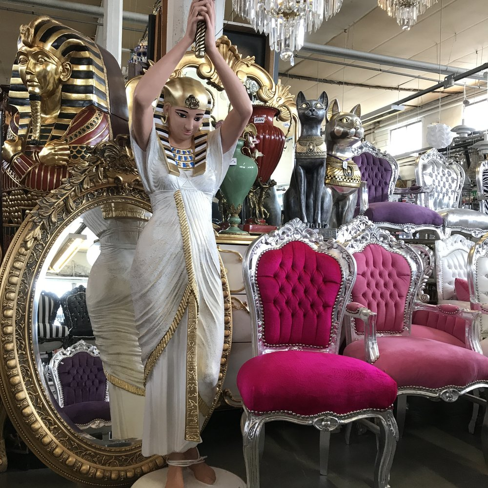 lamppu 700€ peili 350€ tuoli 140€