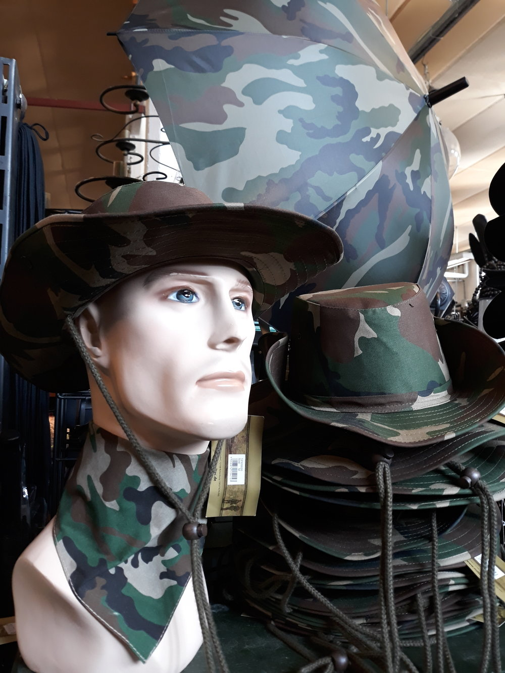 Hattu 12€ (musta,vihreä)