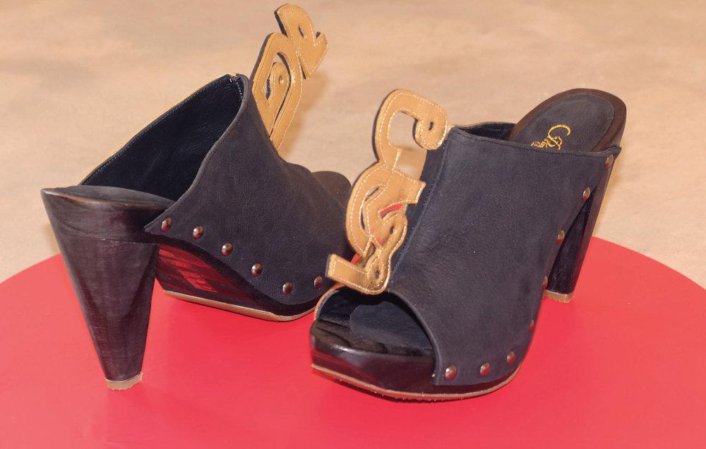 Good and Bad, Clog Medium Heels, Gold and Black, Size 37