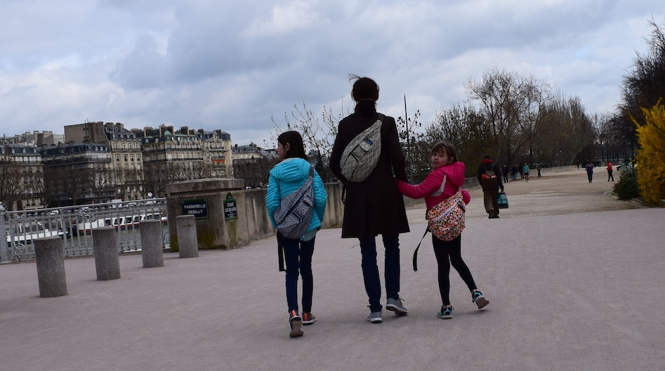 The Kavu bags in action in Paris with Amy and her daughters