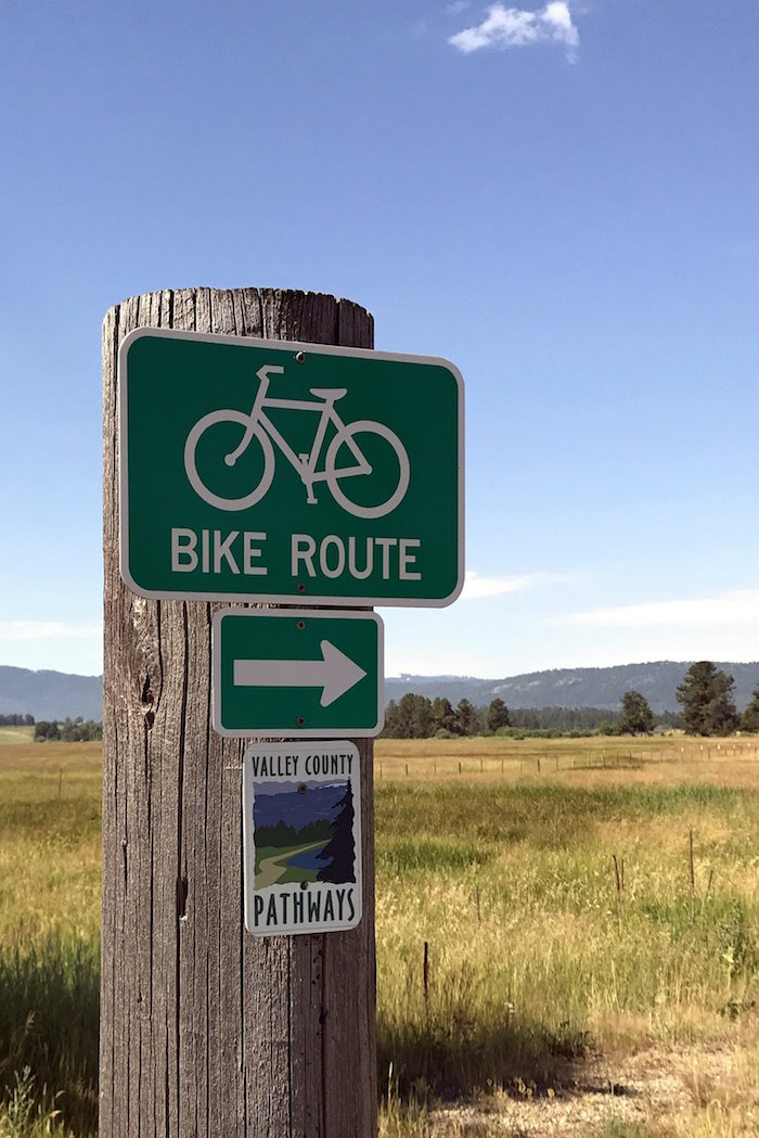 bike route sign.JPG