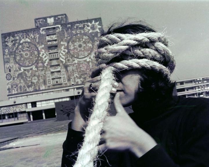 Andrea-Ferreyra-Torbellino-Photographic-documentation-of-street-performance-Mexico-City-January-1993-720x576.jpg