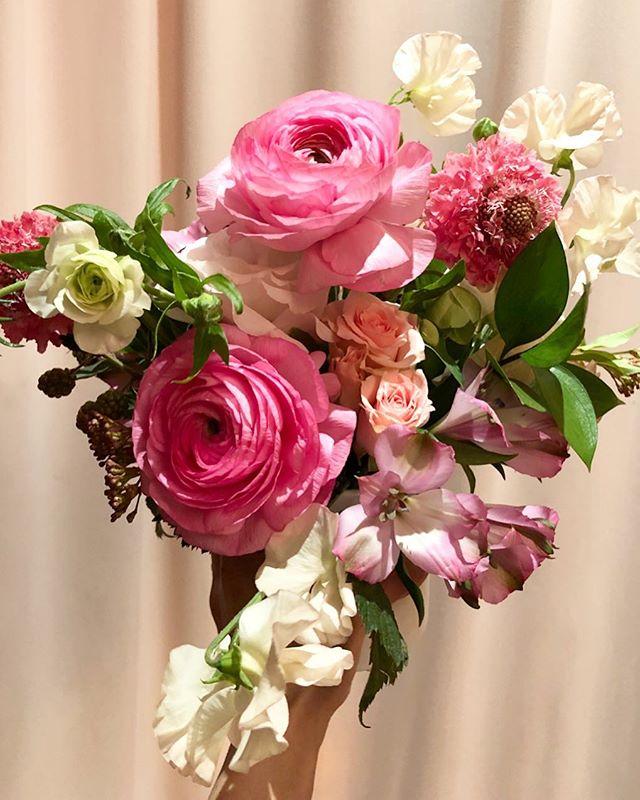 💃💃💃✨ . . .  #flowers #flowershop #nyc #delivery arrangement #ranunculus #sweetpea