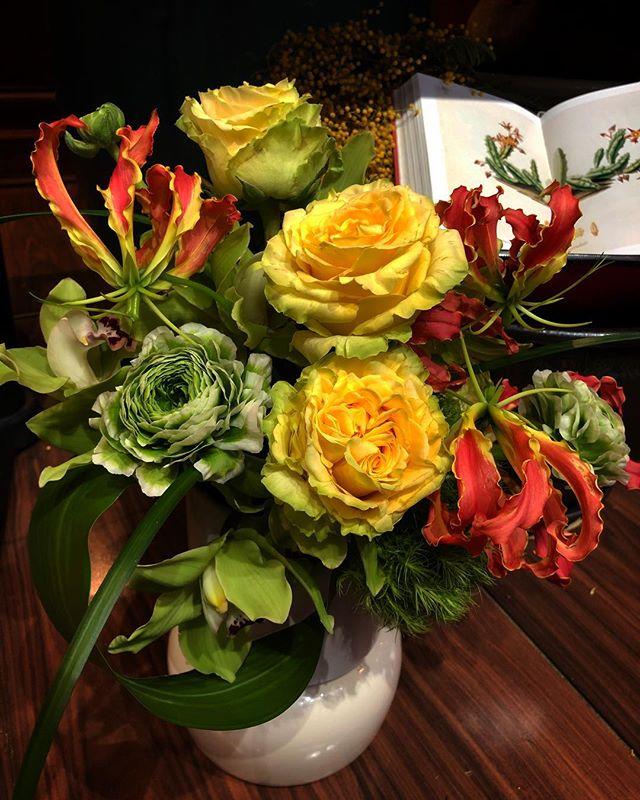 💛 . . . #flowershop #newyork #nomad #aranjira #delivery #rose #gloriosa #ranunculus