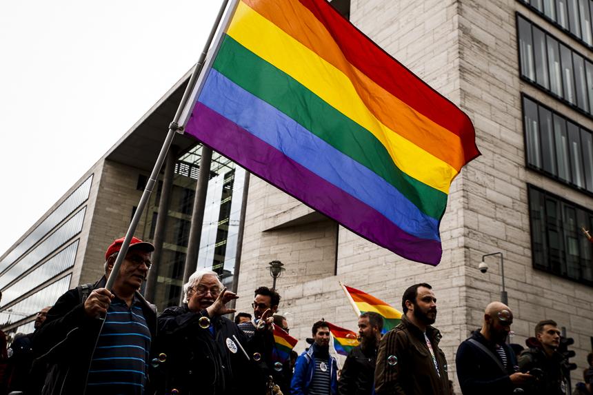 Queer Community protestiert in Berlin gegen LGBTI Verfolgung in