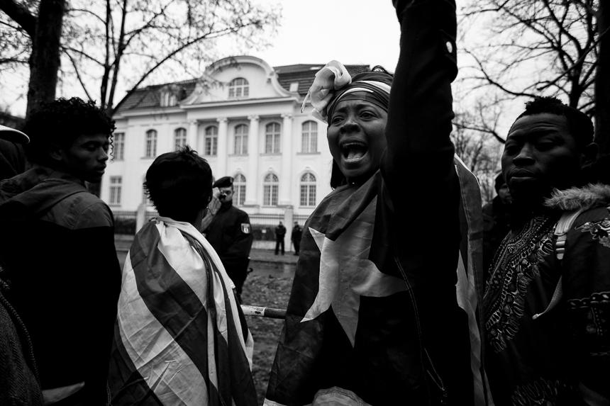 Protest gegen Sklavenhandel vor Botschaft Libyens in Berlin