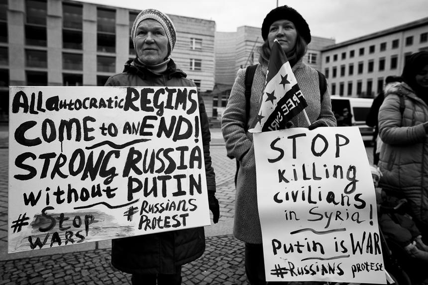 Syrer protestieren in Berlin gegen das Regime von Baschar al-Ass